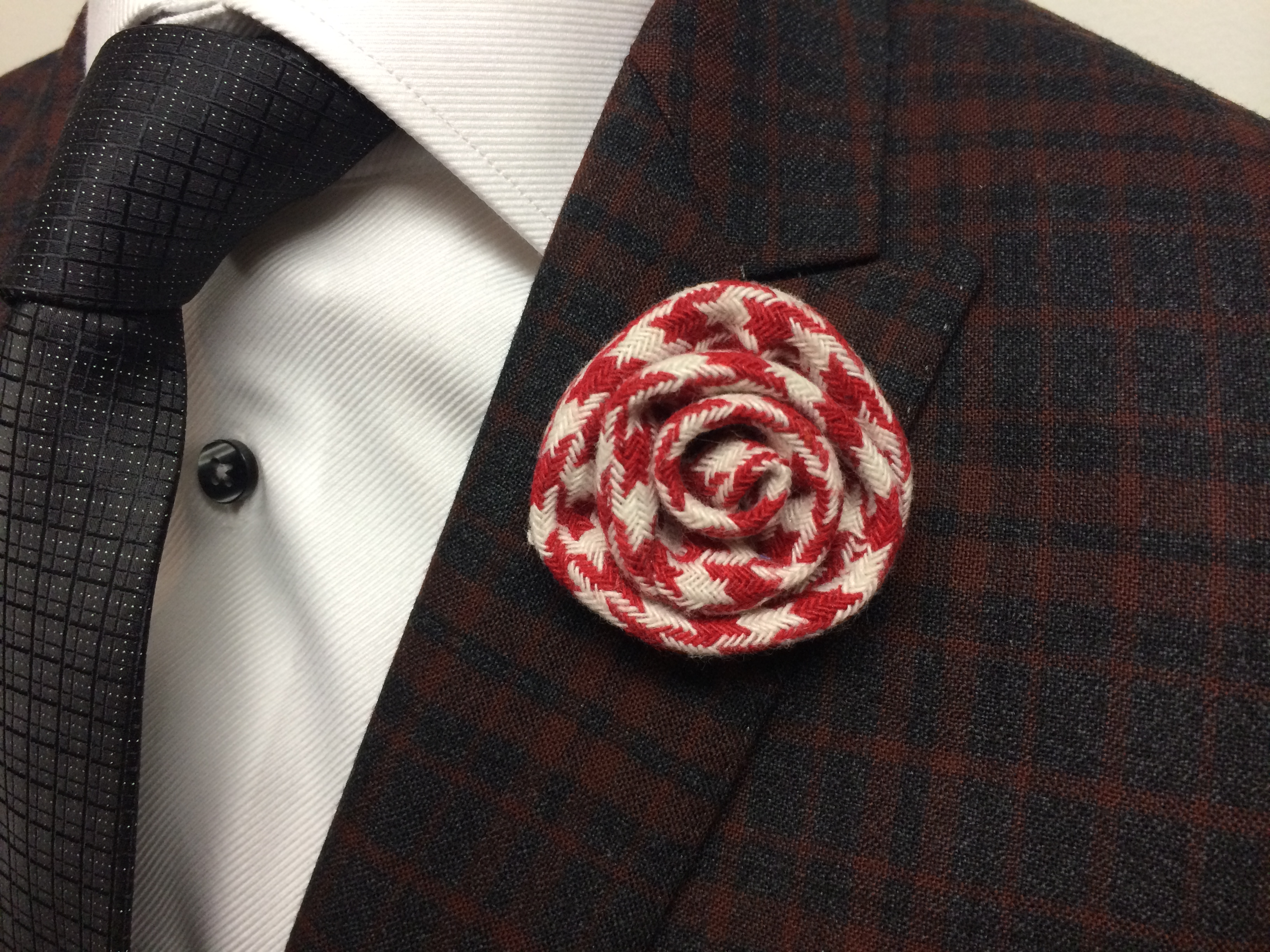Martin red houndstooth flower lapel pins red and white flower lapel pin mightylinksfo